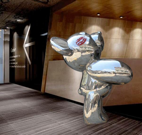 Bear statue sculpture