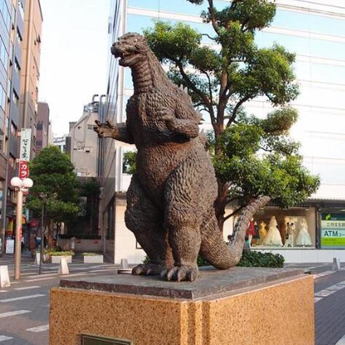 street medium dinosaur statue