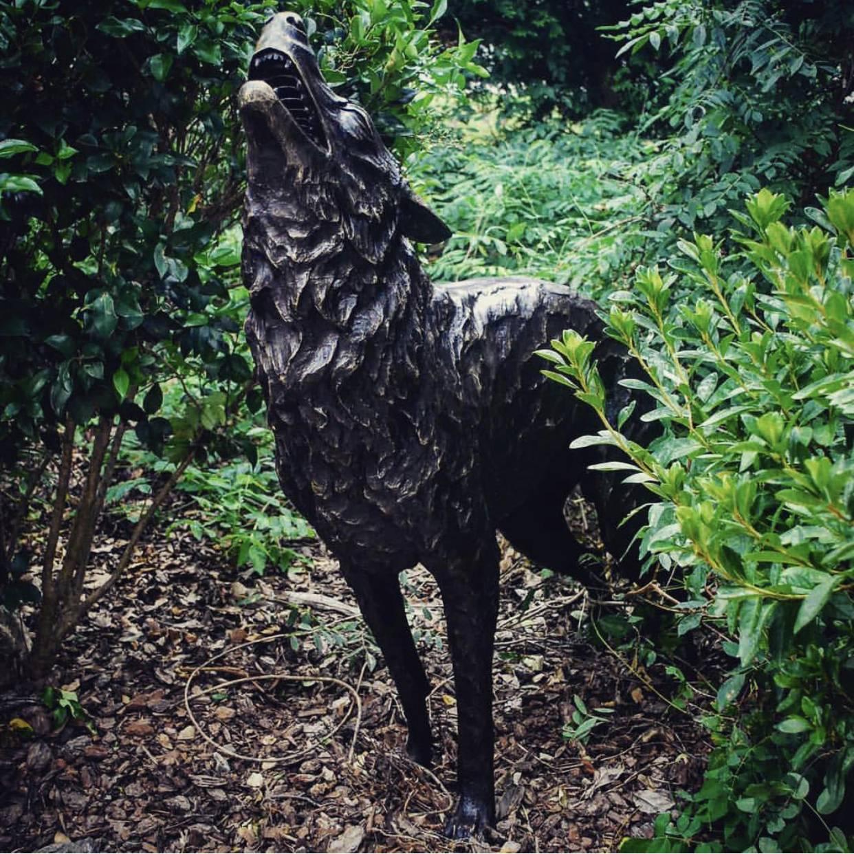 howling wolf garden sculpture