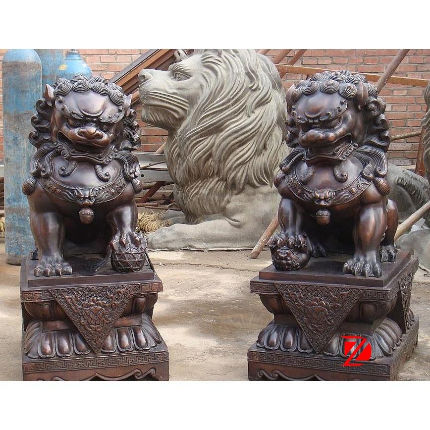 outdoor lion head sculpture