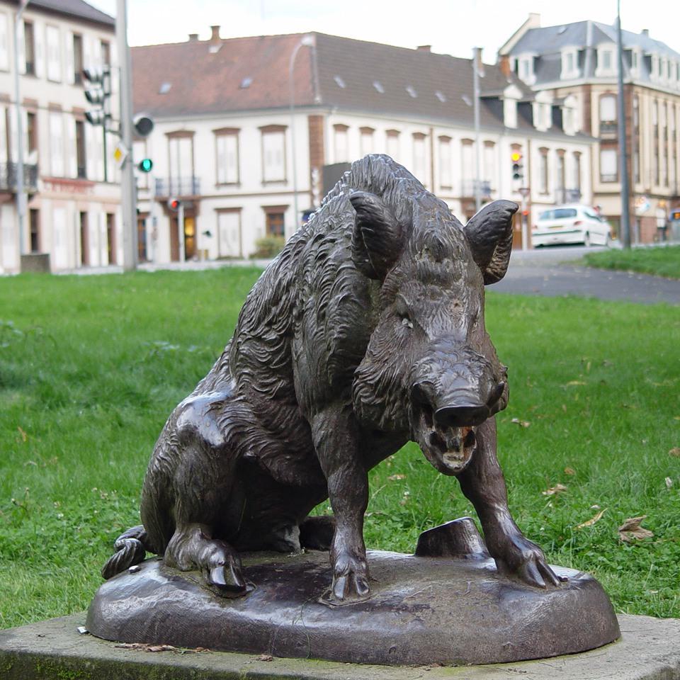 wild pig sculpture