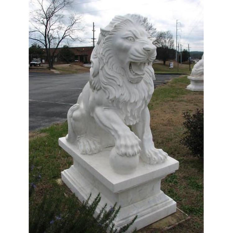 Lion big statue
