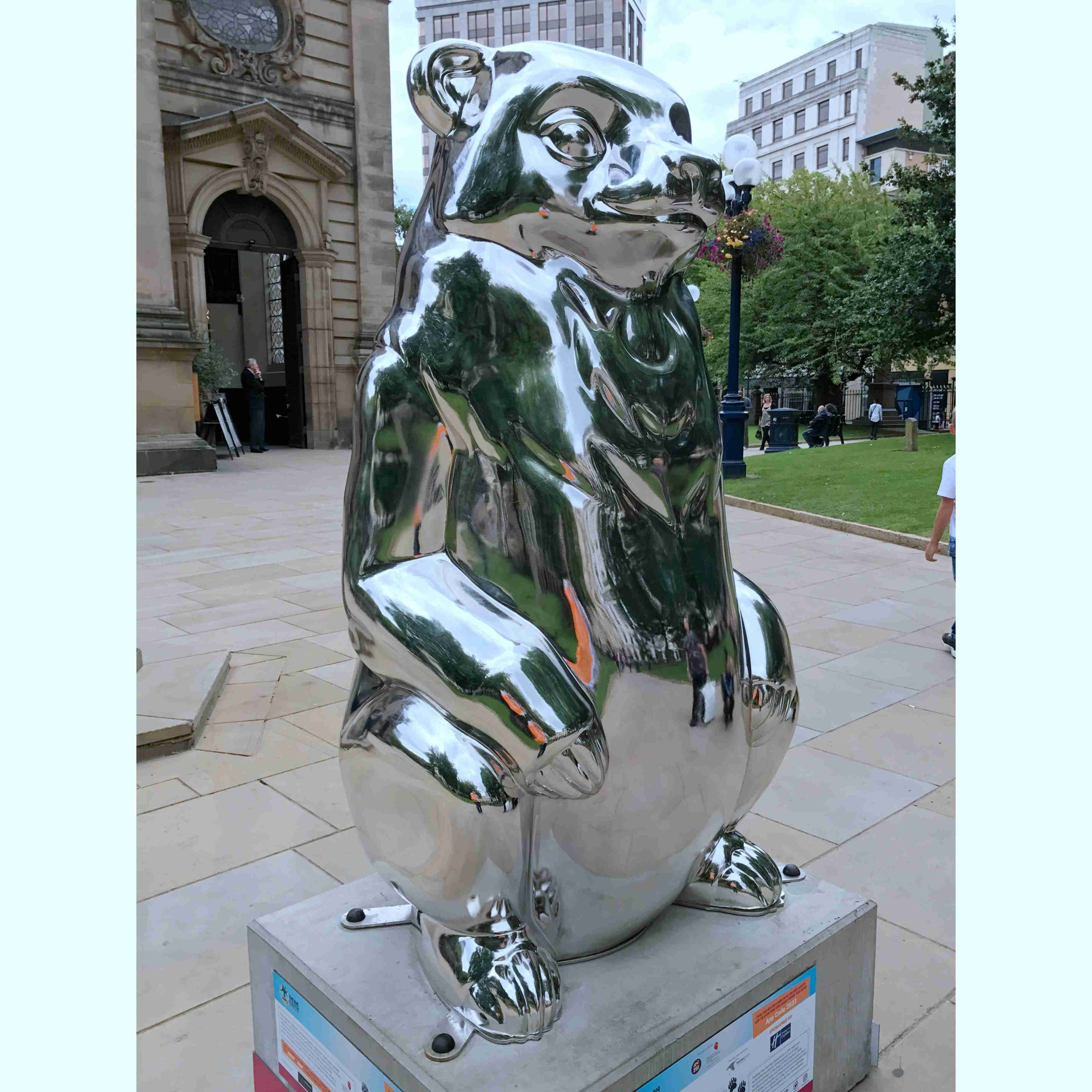 mirror polished bear sculpture