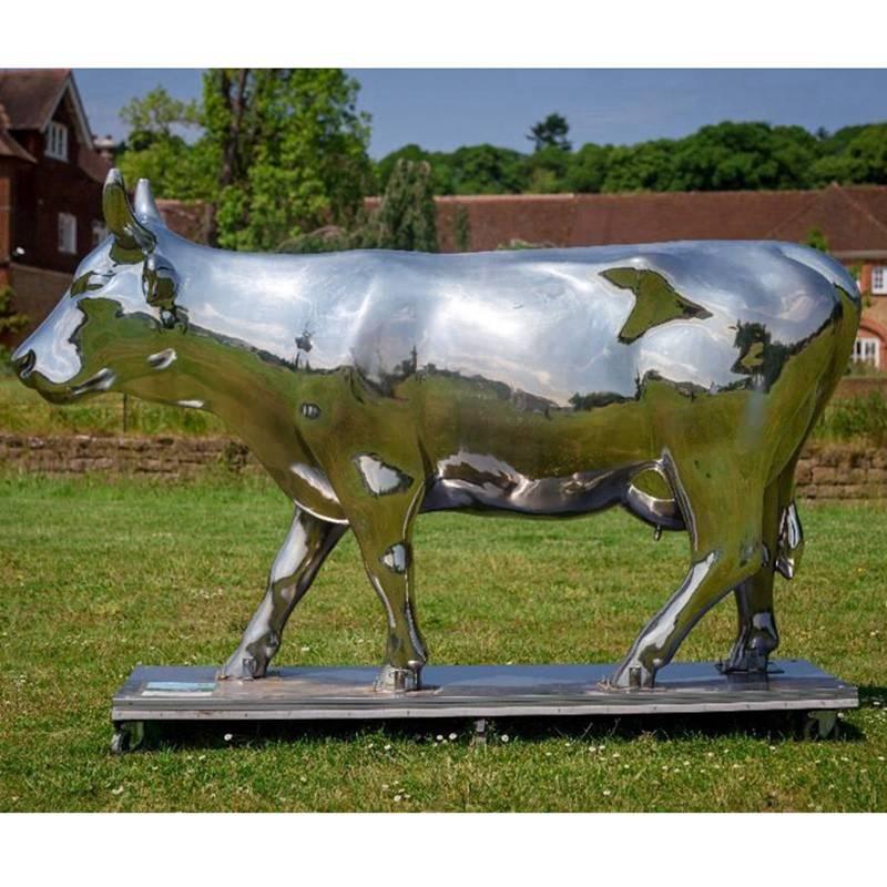bull statue sculpture