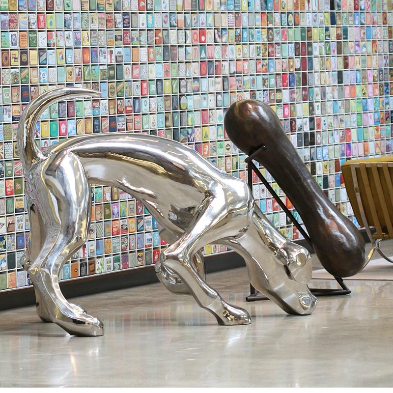 Mirror polished Leopard sculpture
