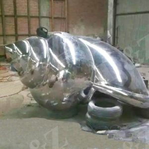 Mirror polished snail sculpture