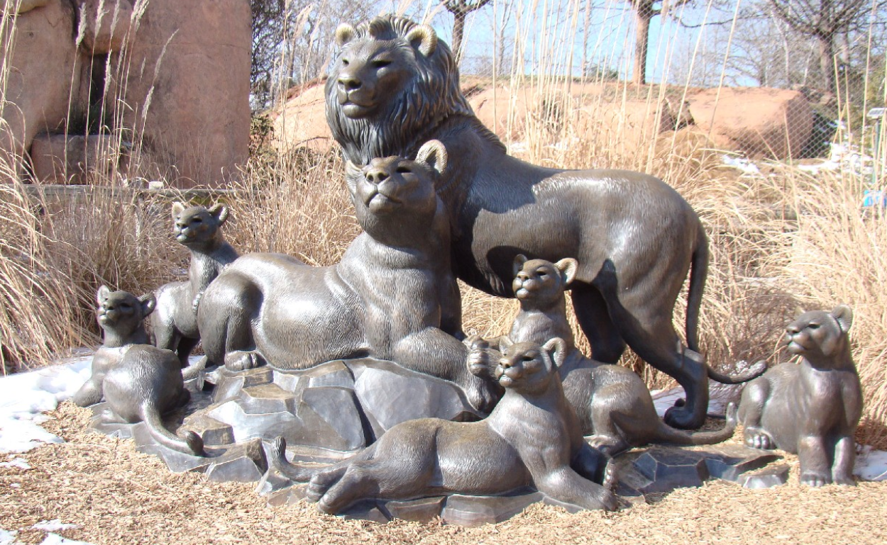 lion family statues