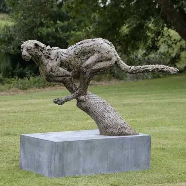 Garden leopard bronze sculpture