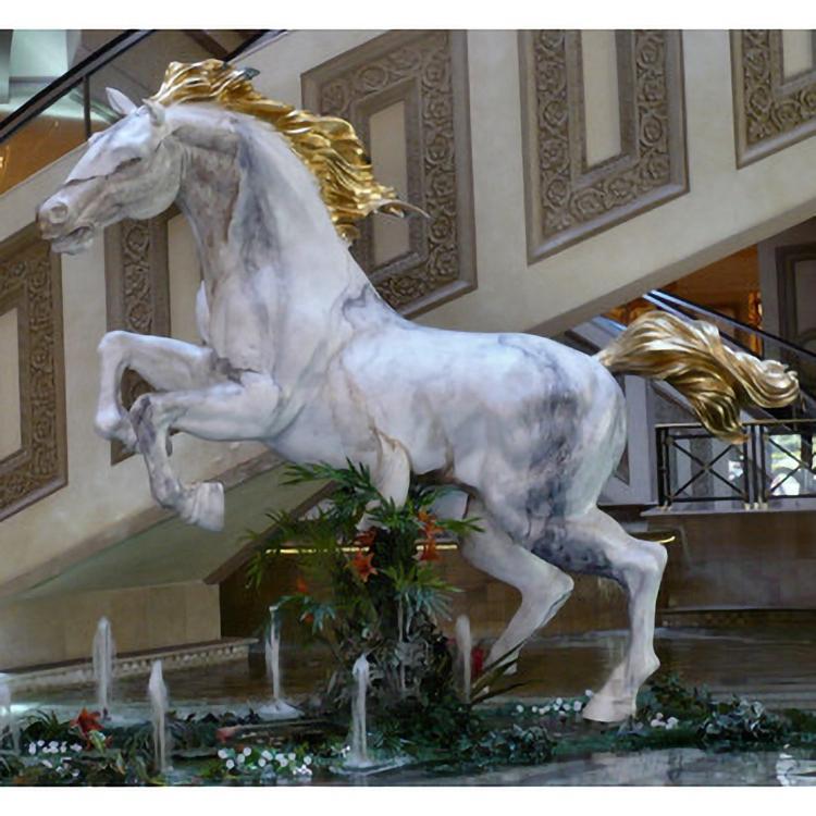 big horse sculpture