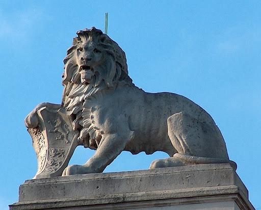 lion sculpture wholesale