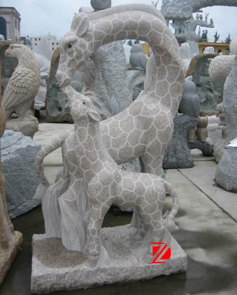 animal statue giraffe