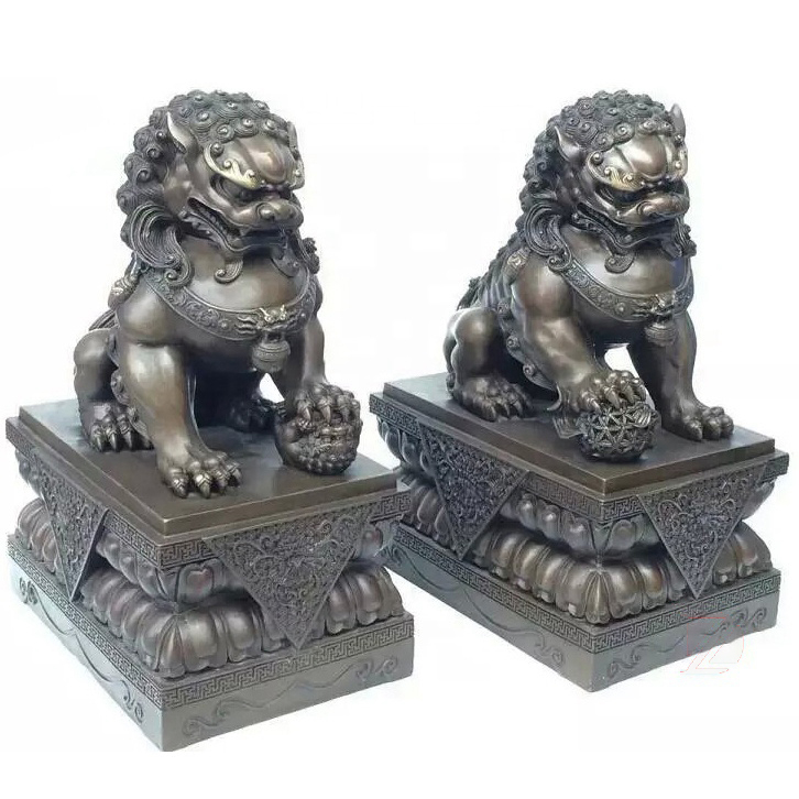 Lion sculpture bronze