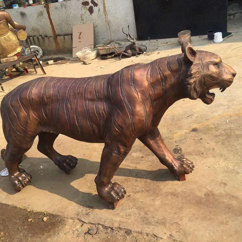 sculpture resine tiger