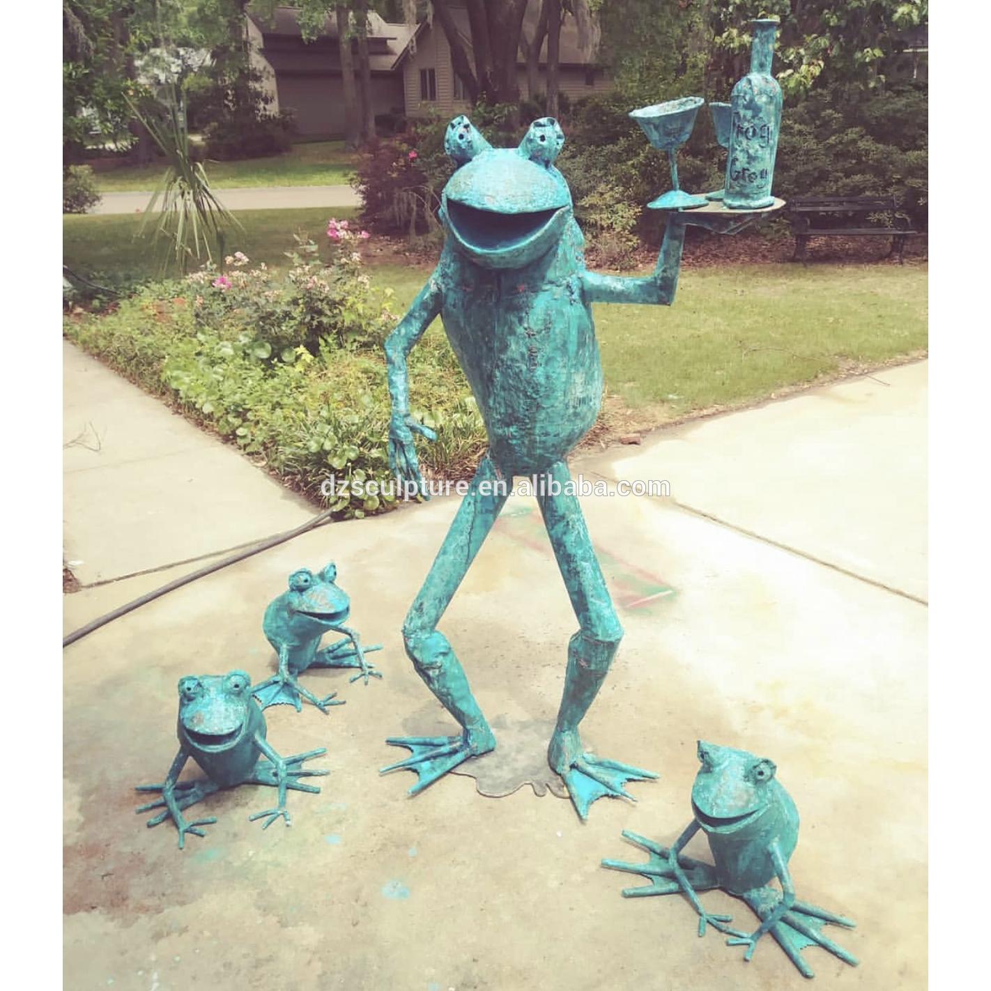 resin frogs sculpture