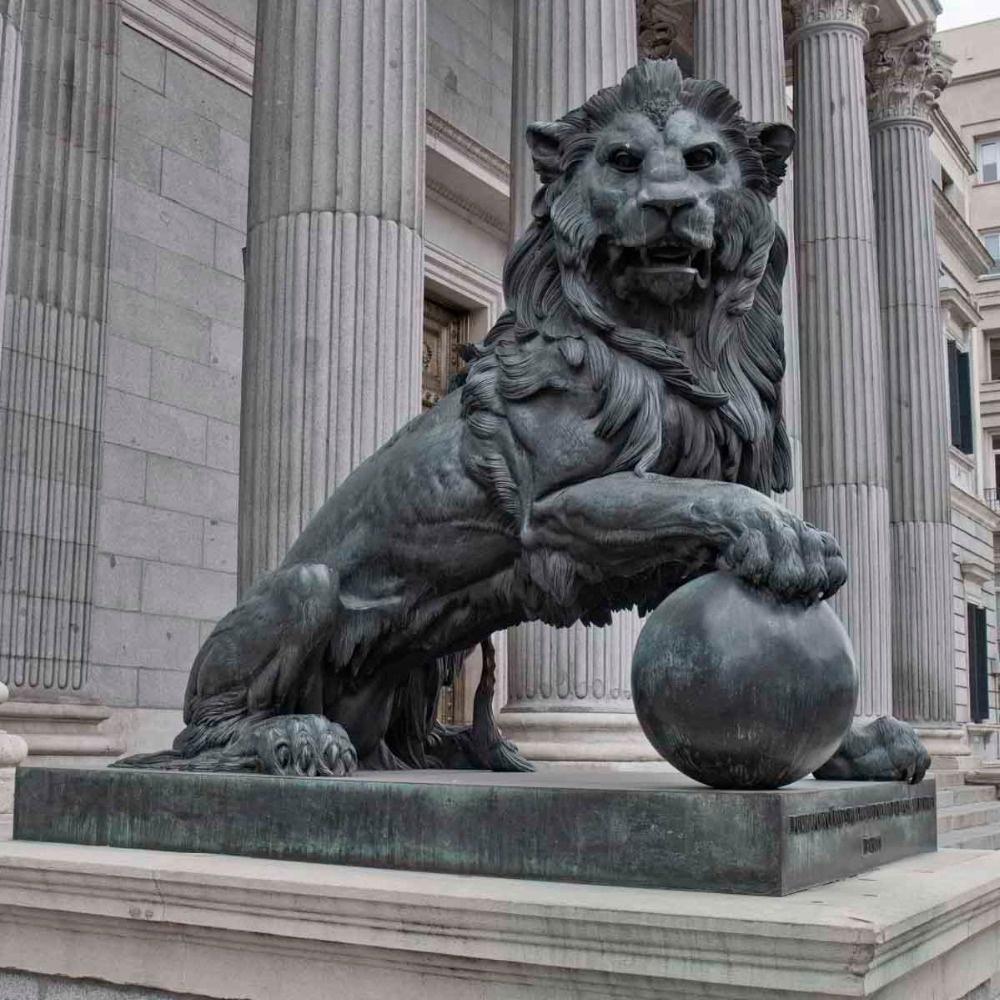 the lion big statue