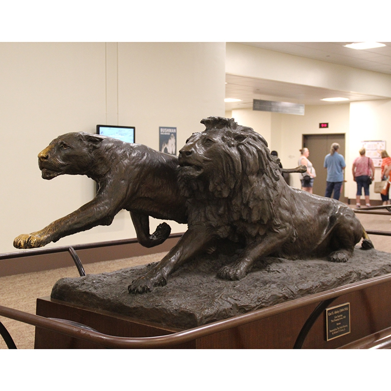 panther or tiger statue