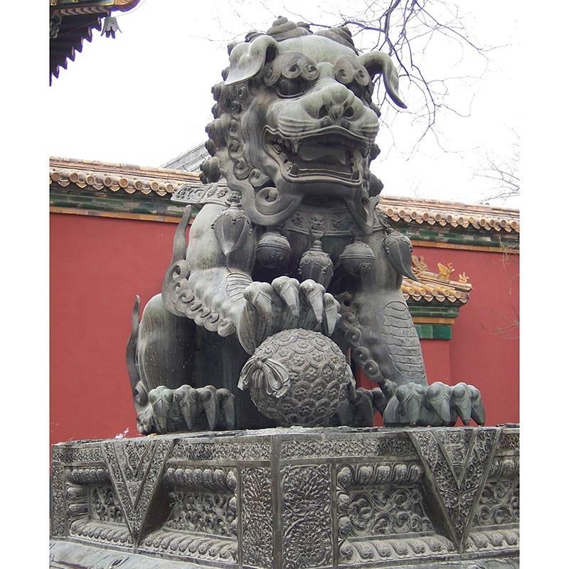 2016 lion sculpture