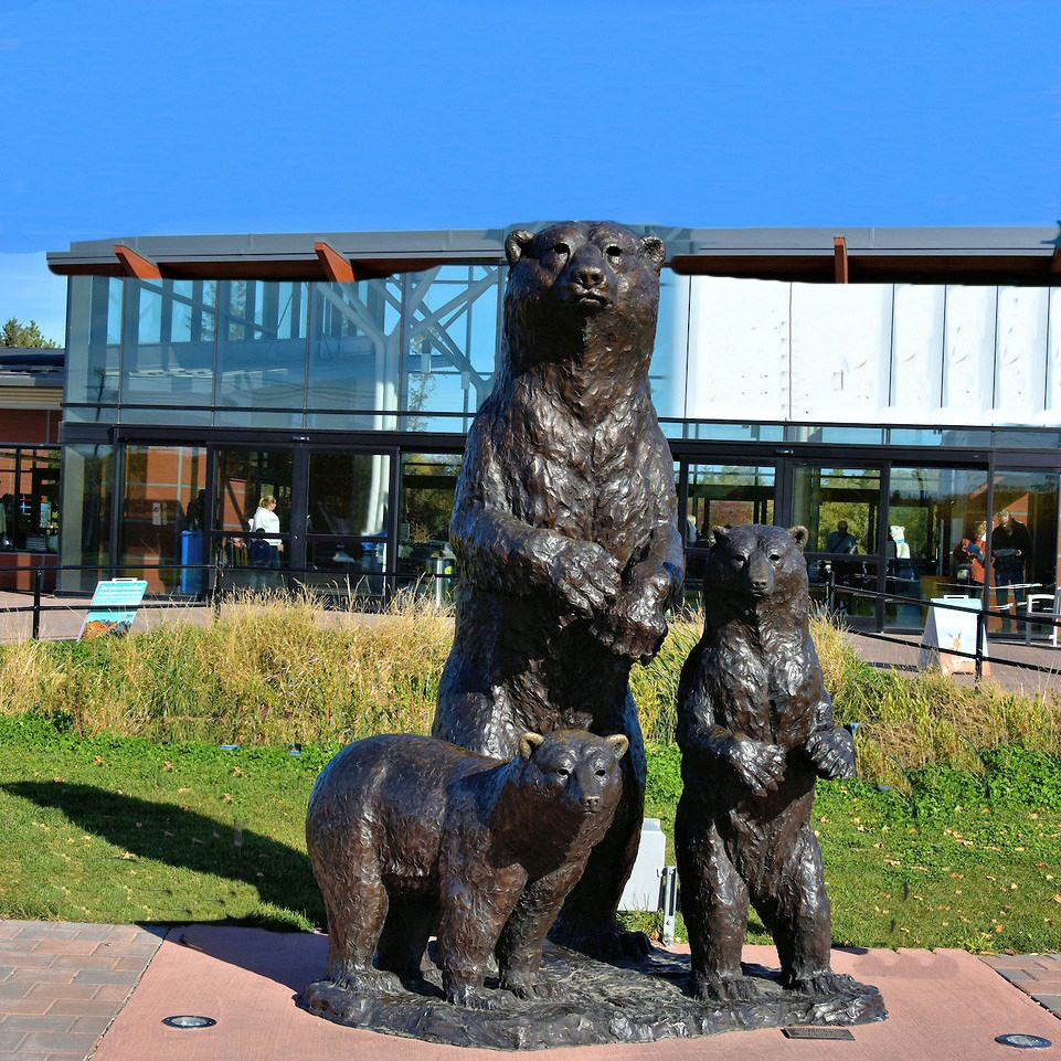 bear and its children sculpture