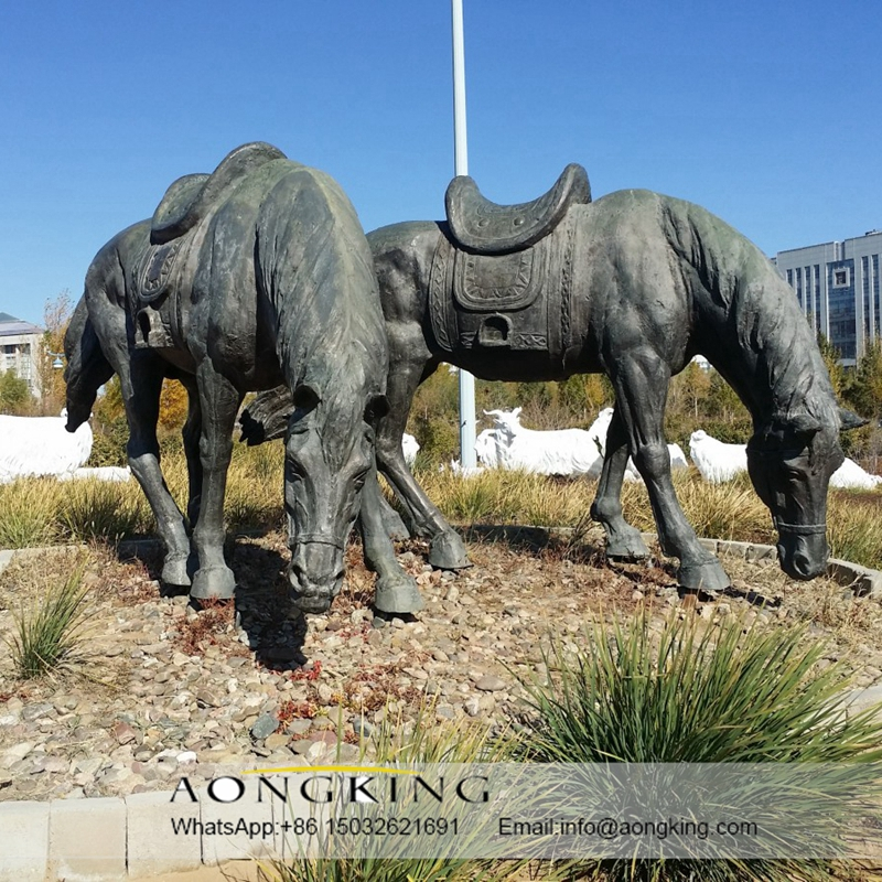 Large horse animal statues