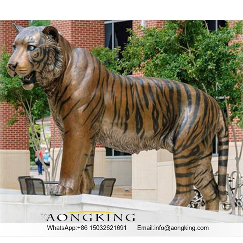 Tiger sculpture marble