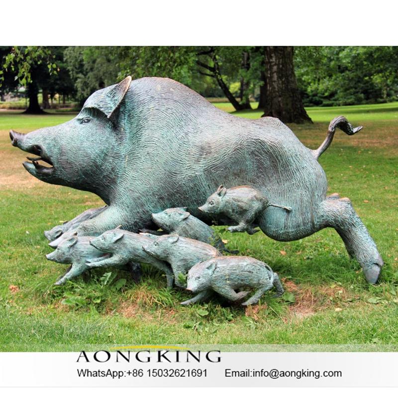 animal pigs statue