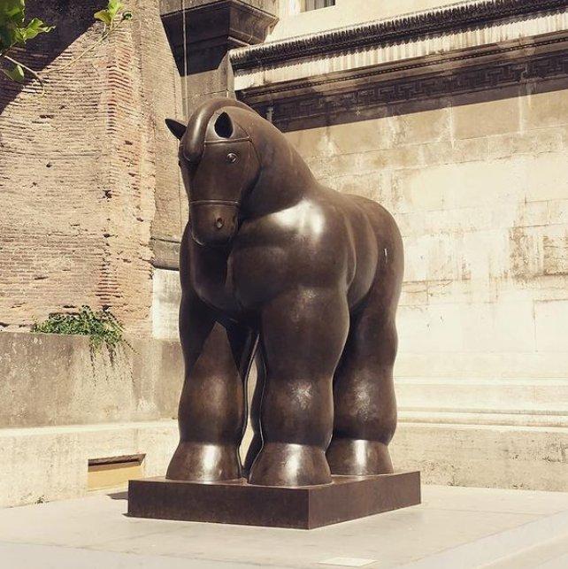 botero horse sculpture