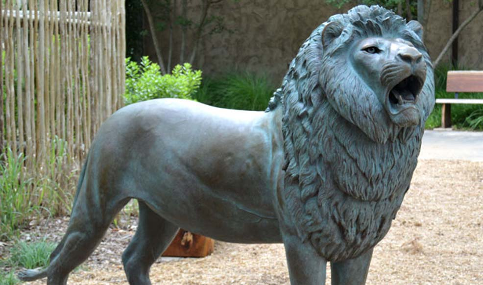 garden lion sculpture