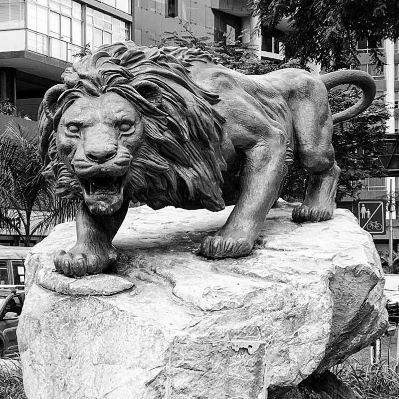 Outdoor large lion sculpture