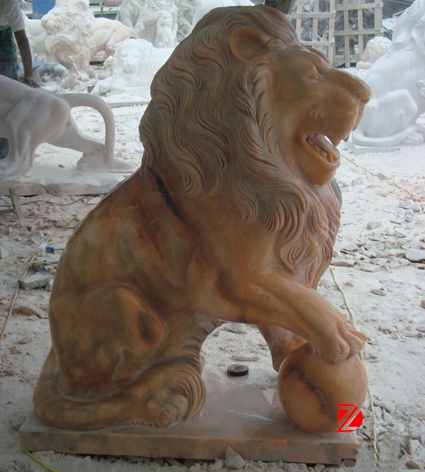 Outdoor lion marble statue
