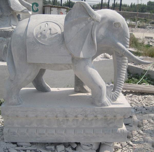 strengthen elephant statue