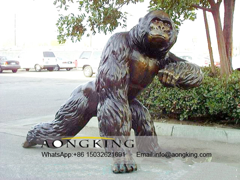 Monumental statue of King Kong