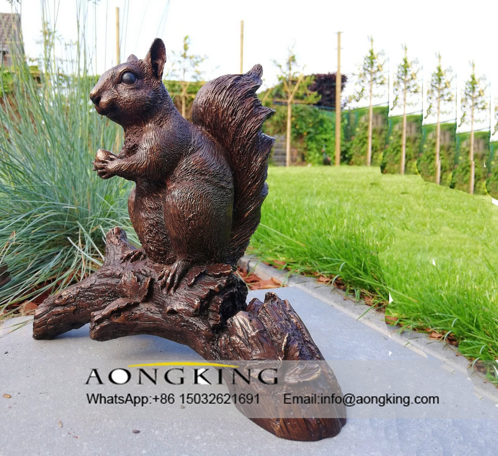 Squirrels statue