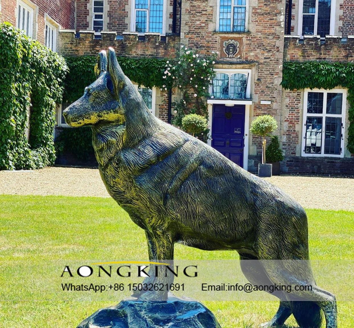 Wolf statue bronze