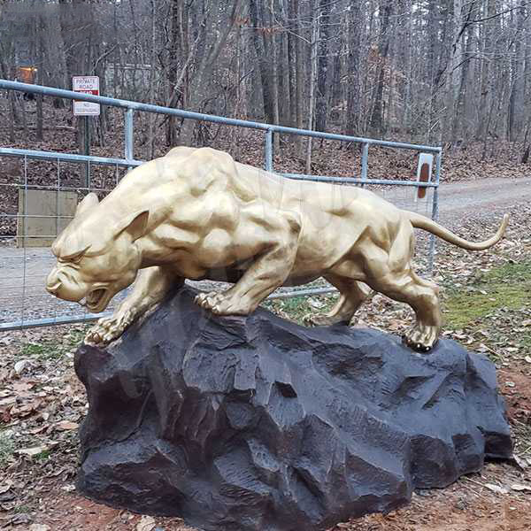 leopard sculpture outdoor