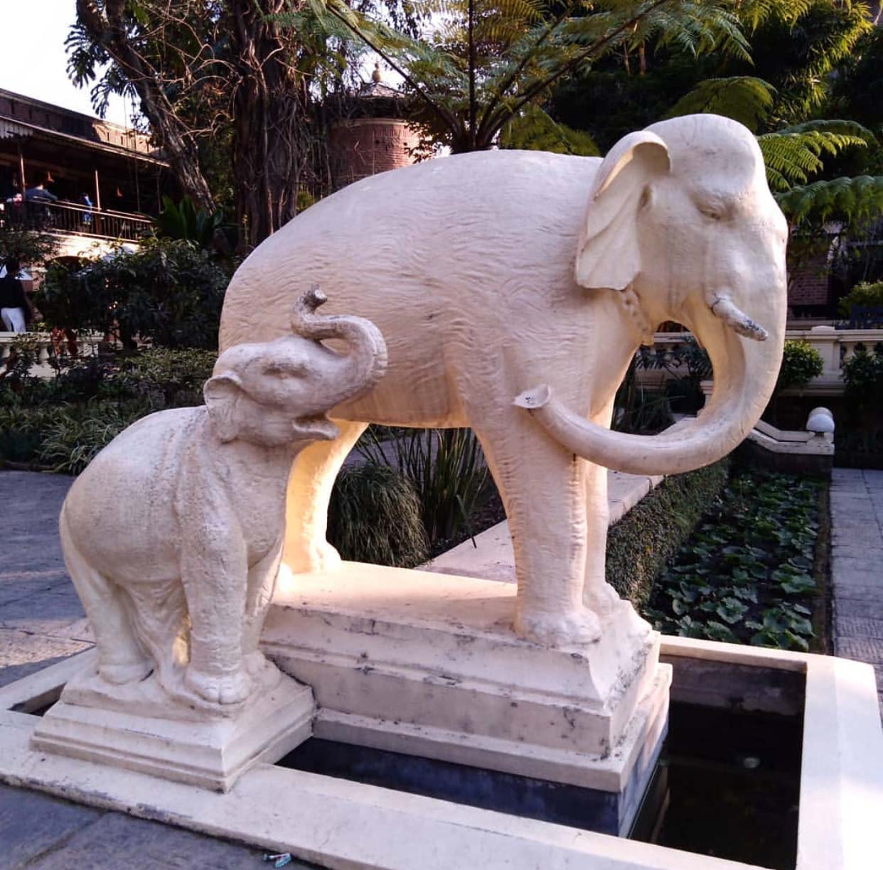 Hot selling handmade custom white marble elephant sculpture for outdoor