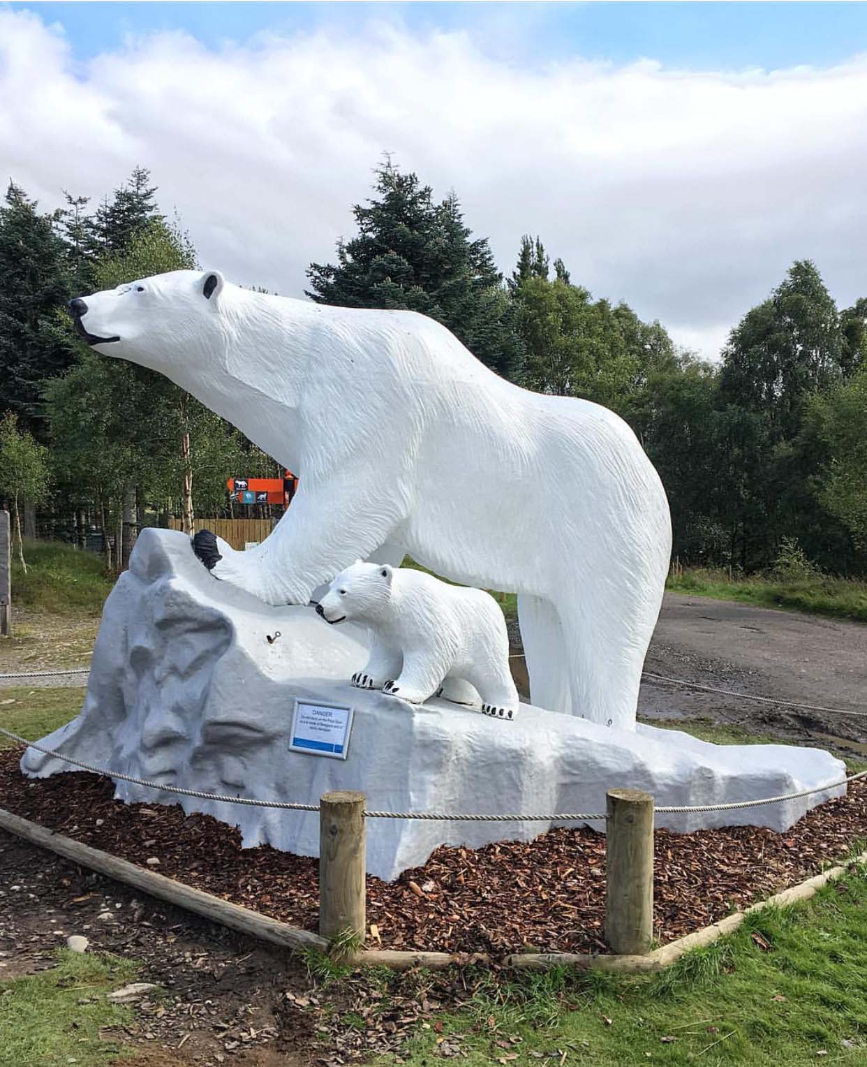 Customized art shop good sale white marble polar bear sculpture for outdoor