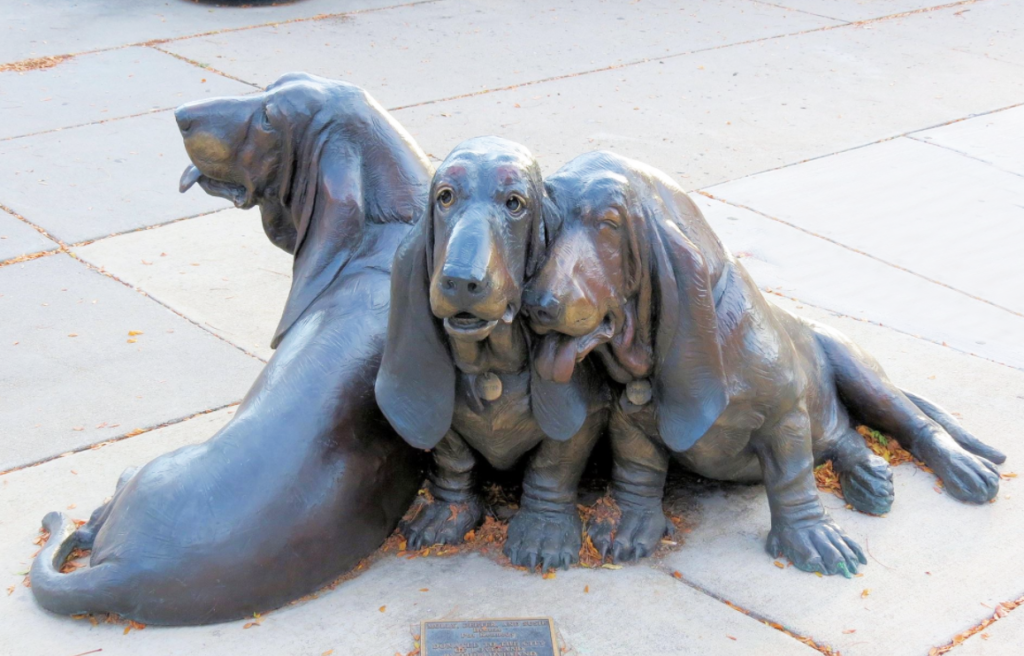 Lovely Sweet Bronze Outdoor Decoration Dog Statue of Basset Hound Puppies