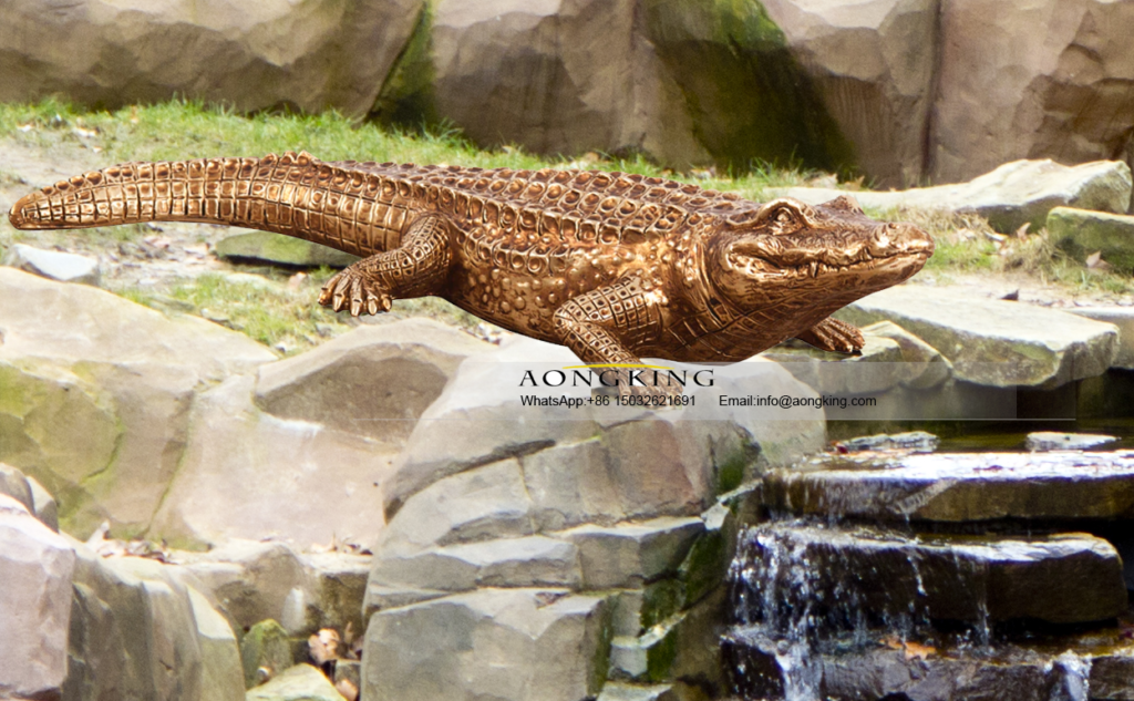 Famous Bronze Decoration Art Nile Crocodile Statue on the Ground