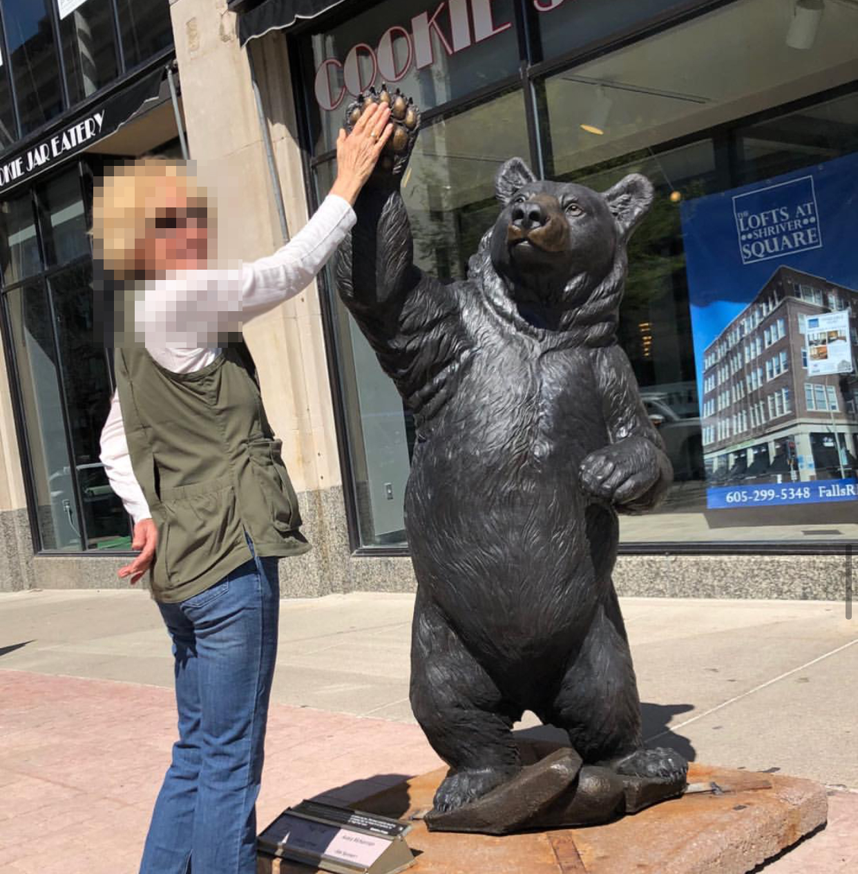 Street Public Animal High Five Big Bear Bronze Statue