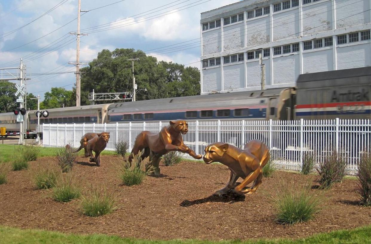 Animal Hot Quality Rosetta Cheetahs on the Run Bronze Sculpture