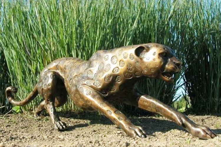 Animal statue for park