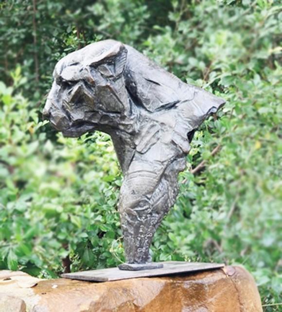 Animal statue of cheetah head sculpture