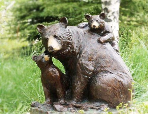 Animal bronze statue of mother spectacled bear