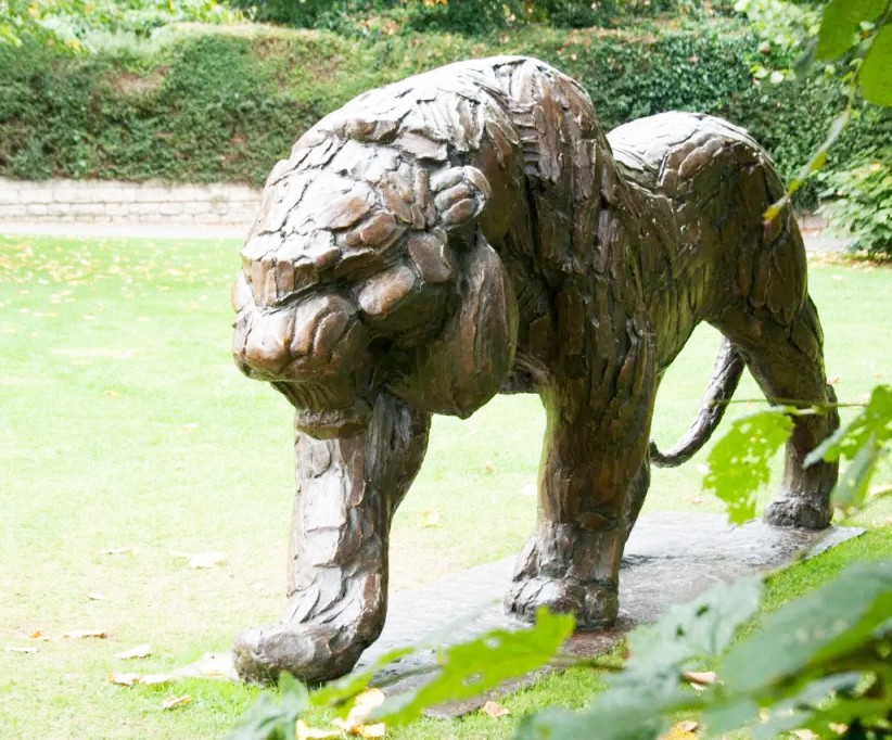 Endangered species animal sculpture of siberian tiger