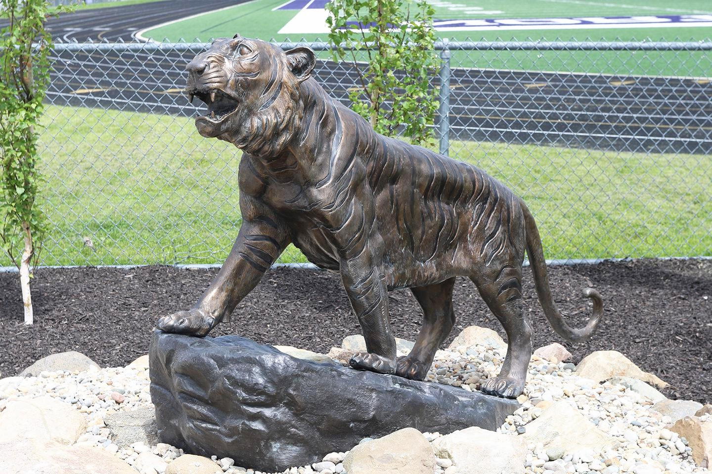 Feline animal design sculpture of tiger