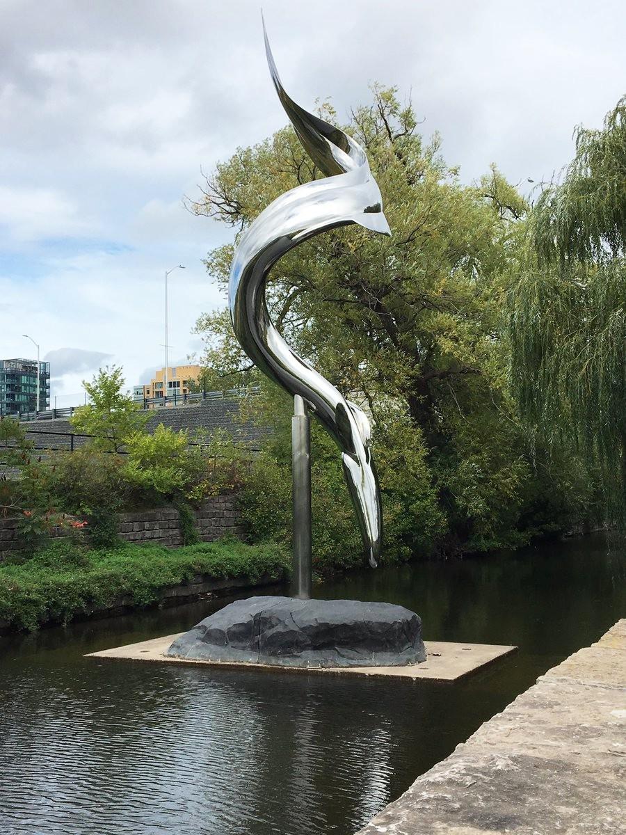 Fish design electric eel sculpture