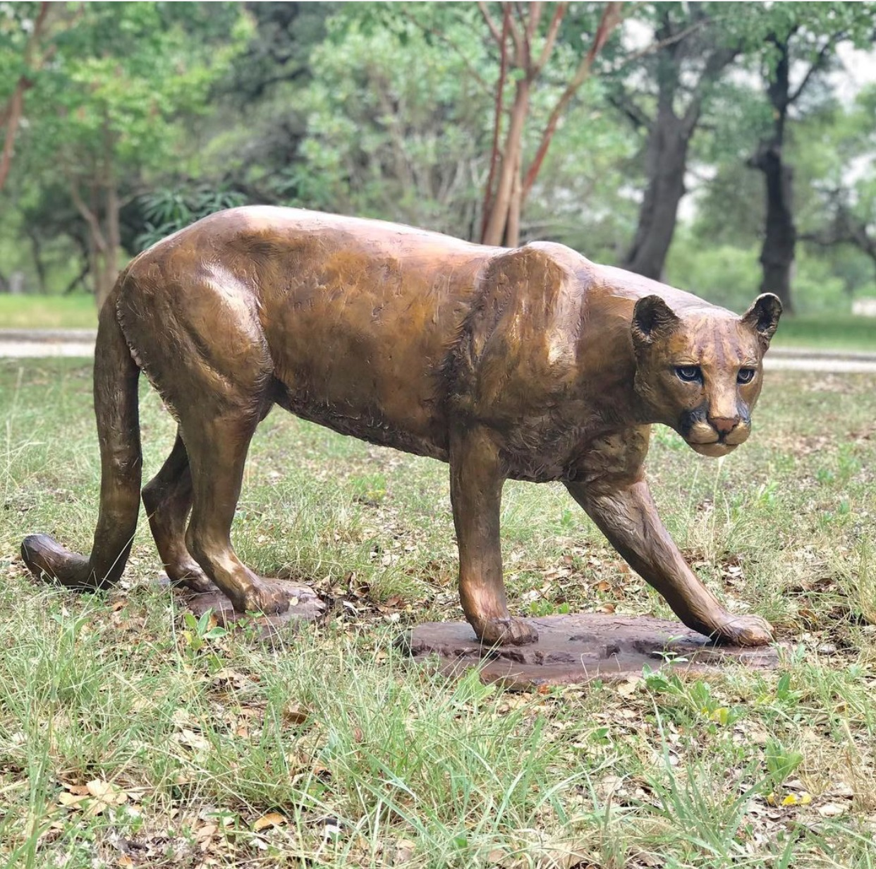 Hot selling customized handmade bronze cheetah sculpture for outdoor decoration