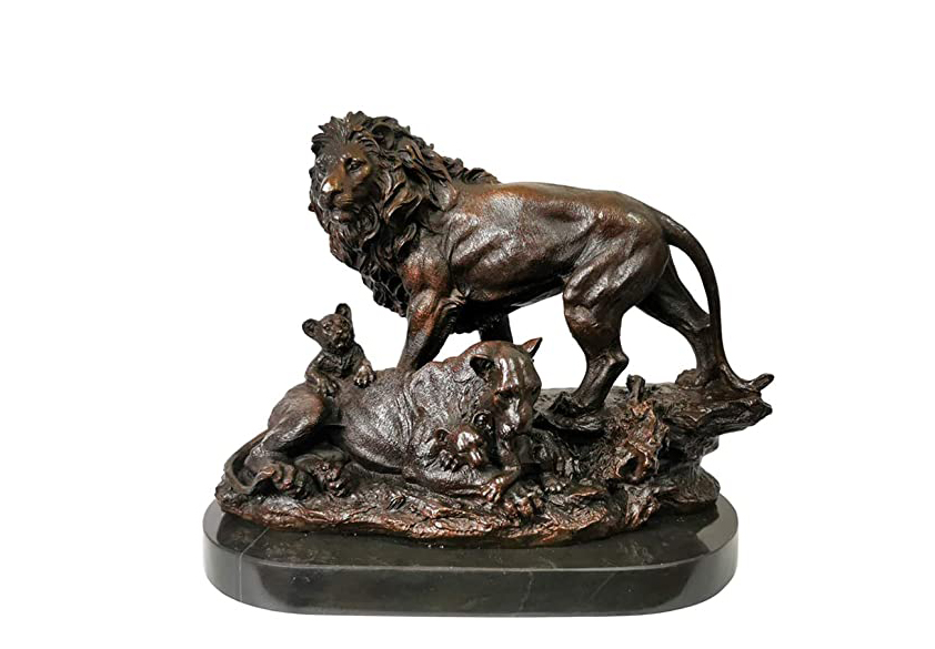 Lion and lamb sculpture figurines