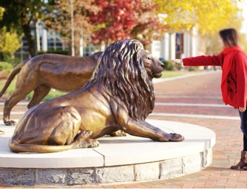 Lion statue for wildlife conservation area sculpture