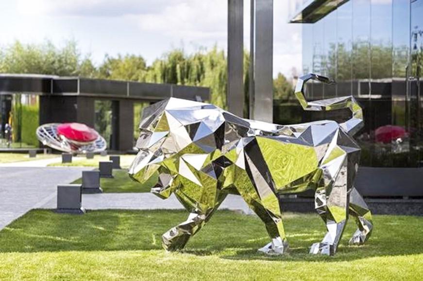 Metal animal sculptures for the garden